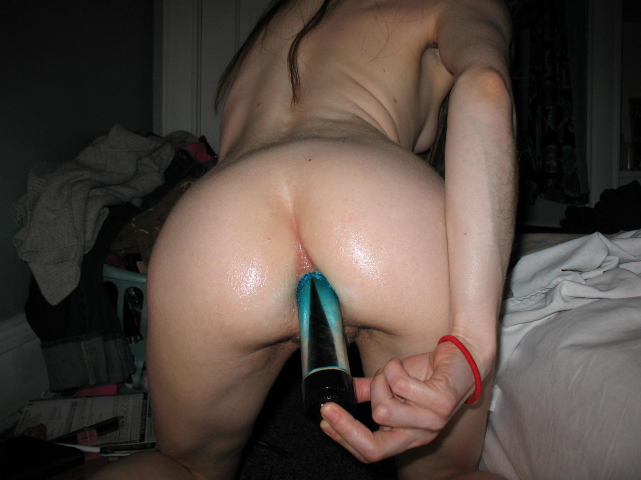 Puta masturbándose el backside..
