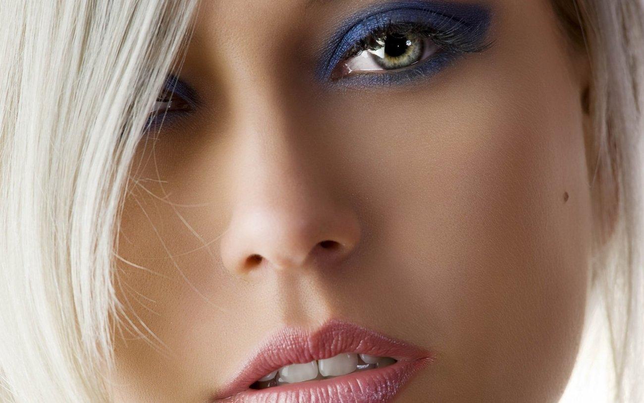 женщин лицо глаза..